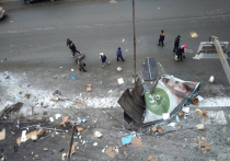 «Разорвало на части»: в Златоусте грузовик врезался в здание. Видео