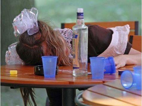 Молиться об избавлении от недуга пьянства нужно Господу Богу, так как Он податель всех